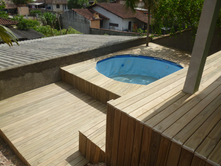 Foto deck de pinus autoclavado deck para piscina kiosques for Deck piscina fotos