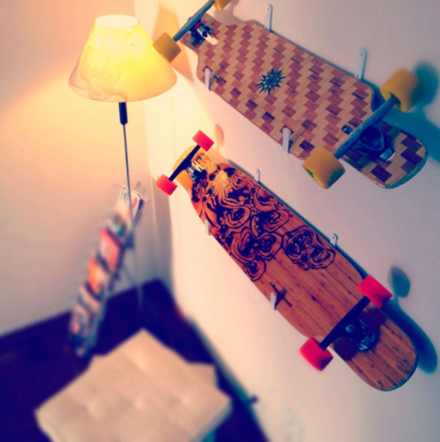 Longboard decorando a parede