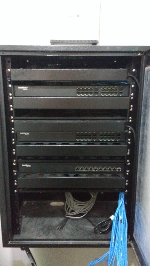 Rack para central de monitoramento
